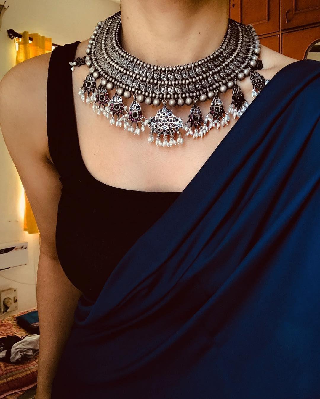 Margazhi On Instagram Bluesandroyals Jewellery Pradejewels Saree Blouse Styles Indian Saree Blouses Designs Saree Jewellery