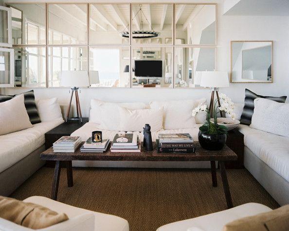 Wohnzimmer Wandgestaltung Mit Quadratischen Spiegeln Und Ecksofa In Grau  Und Weiß  Rattanteppich Holz Couchtisch