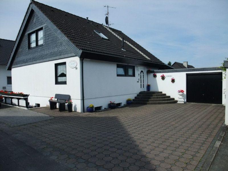Ferienwohnung Haus Rosen.Exklusive Ferienwohnung im Rhein-Sieg-Kreis. Ich biete meinen Gästen, eine schöne große Studiowohnung ca. 90 qm,