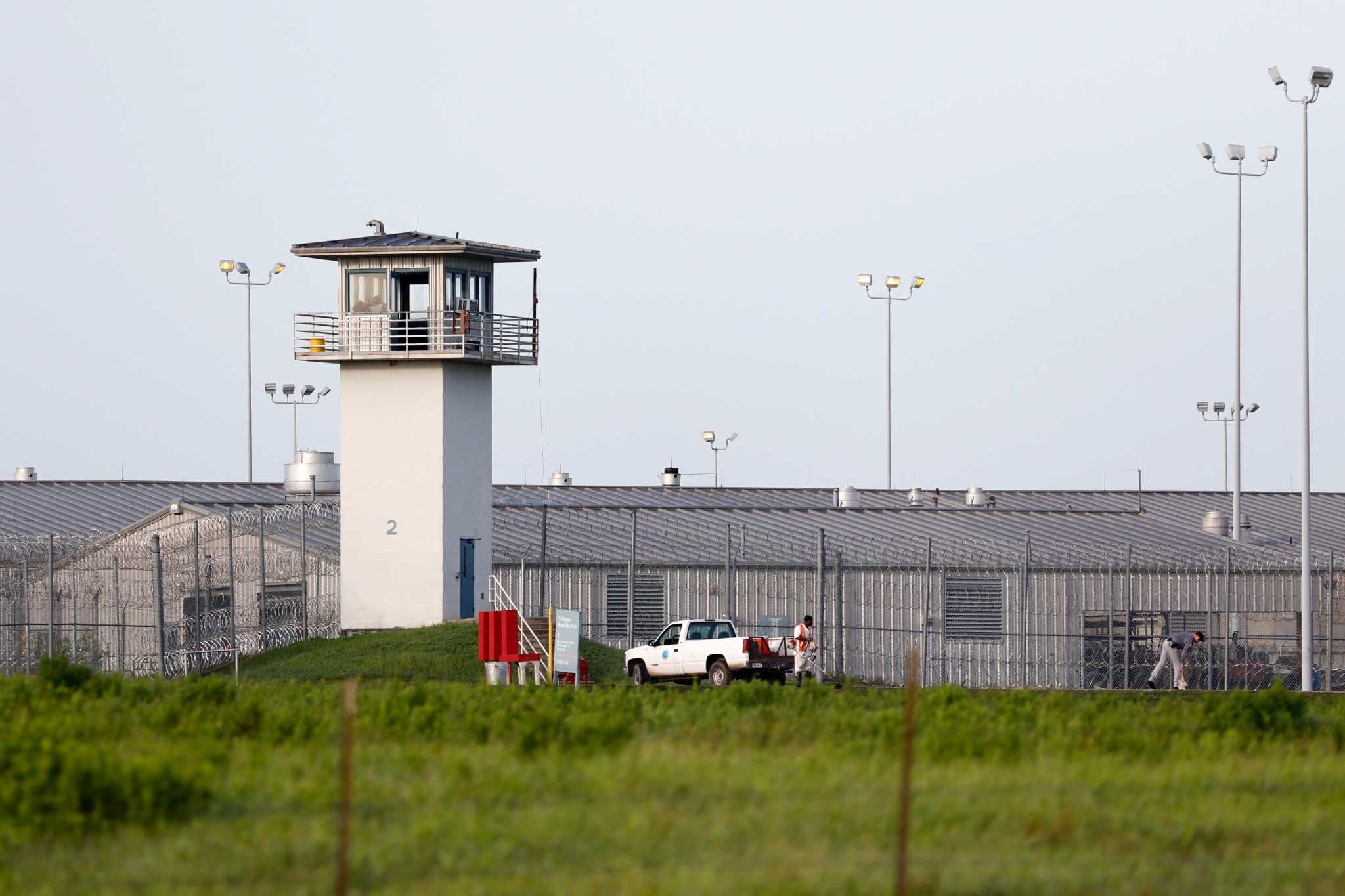Texas prison officials to begin 1,000 inmate transfers to