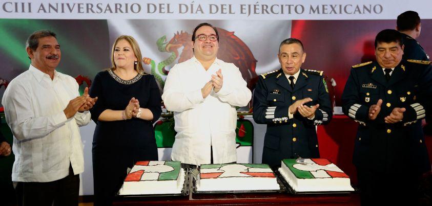 Nuestro glorioso Ejército Mexicano es una institución militar de mujeres y hombres que realizan un trabajo ejemplar para avanzar en el primer compromiso del Presidente de la República: constituir un frente institucional sólido para fortalecer la paz y la seguridad de los mexicanos, aseveró el Gobernador de Veracruz.