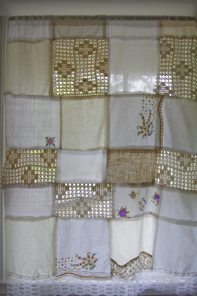 Rideau de lin patch work a marche toujours crochet rideaux rideaux voilages et rideaux for Rideaux courts