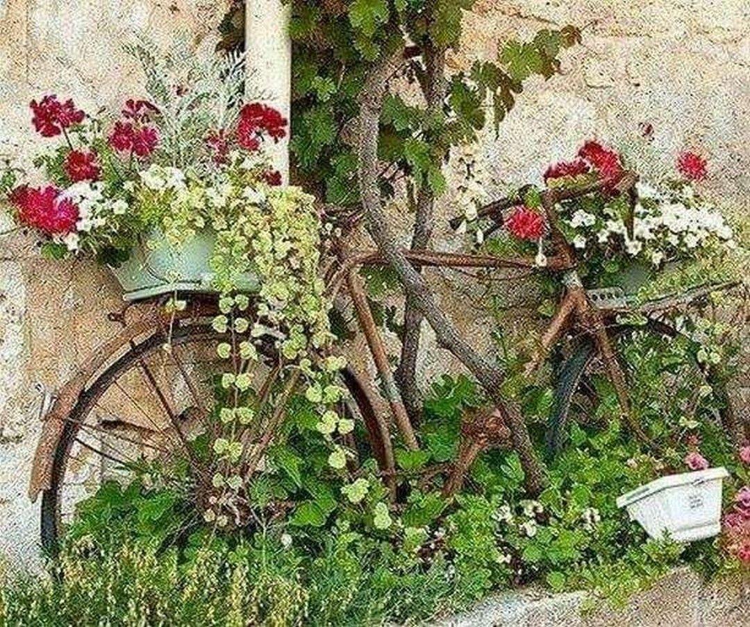 30 Pretty Vintage Garden Decor Ideas For Your Outdoor Space Vintage Garden Decor Vintage Garden Garden Decor
