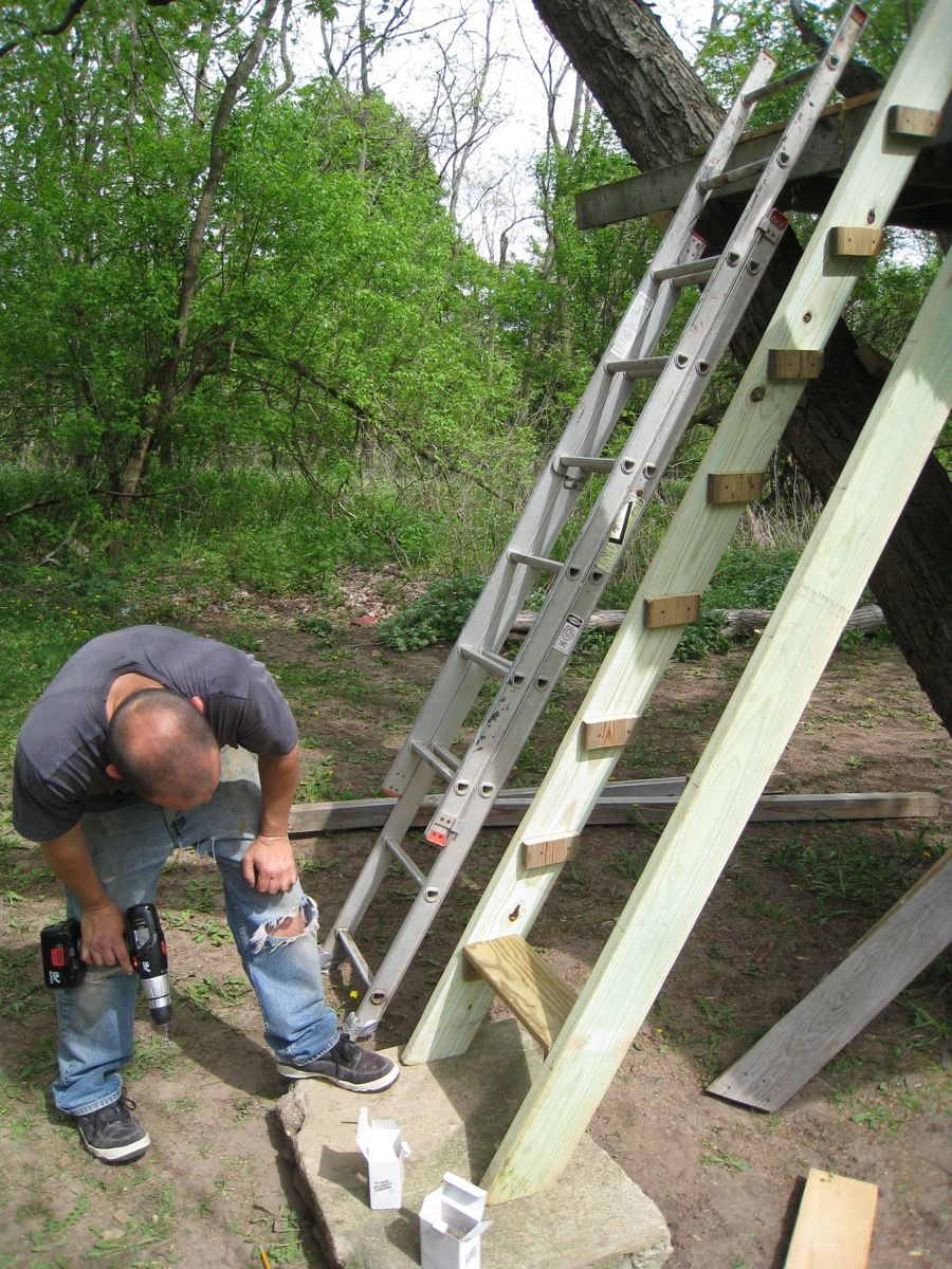 Build A Recycled Treehouse Tree House Plans Tree House Designs