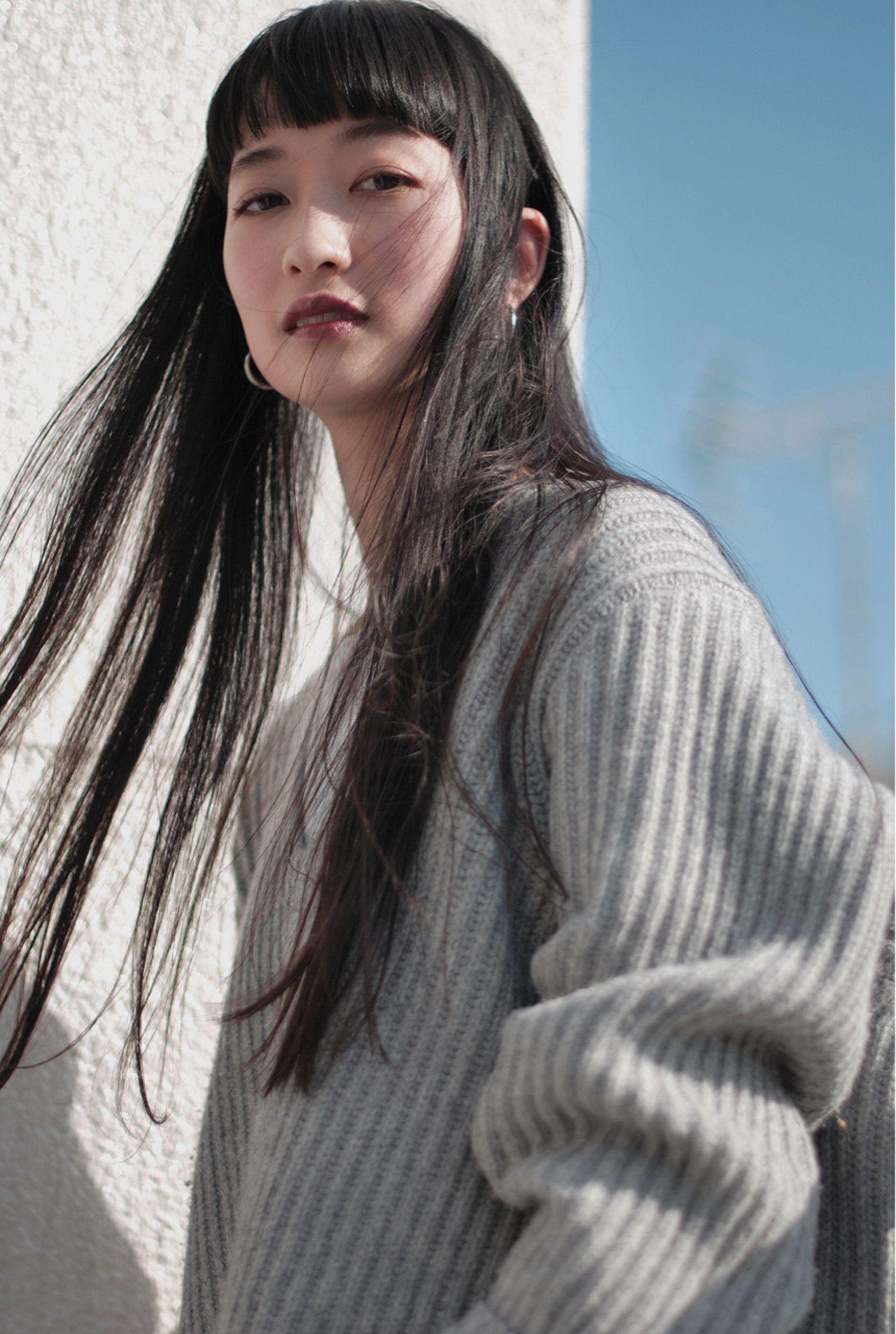 黒髪でも垢抜ける 地味にならないおしゃれな黒髪とは Hair ヘアスタイル 前髪ありヘア 黒髪 ロング ストレート