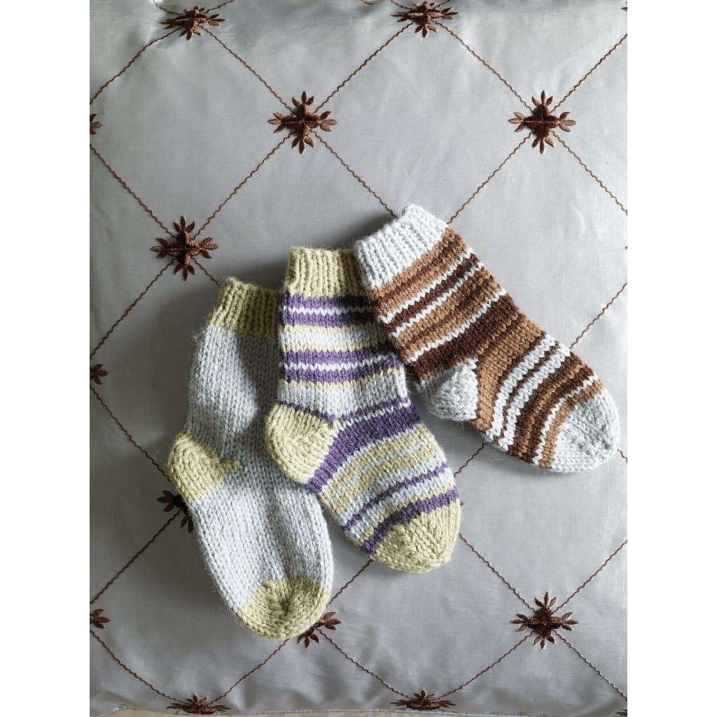 Knit Childs Two Color Socks Pattern (Knit) in 2020   Baby ...