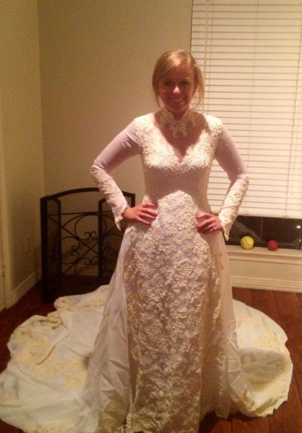 Wedding dress huntsville al  Valerie Bell said uyesu to her momus dress when she married Coleman