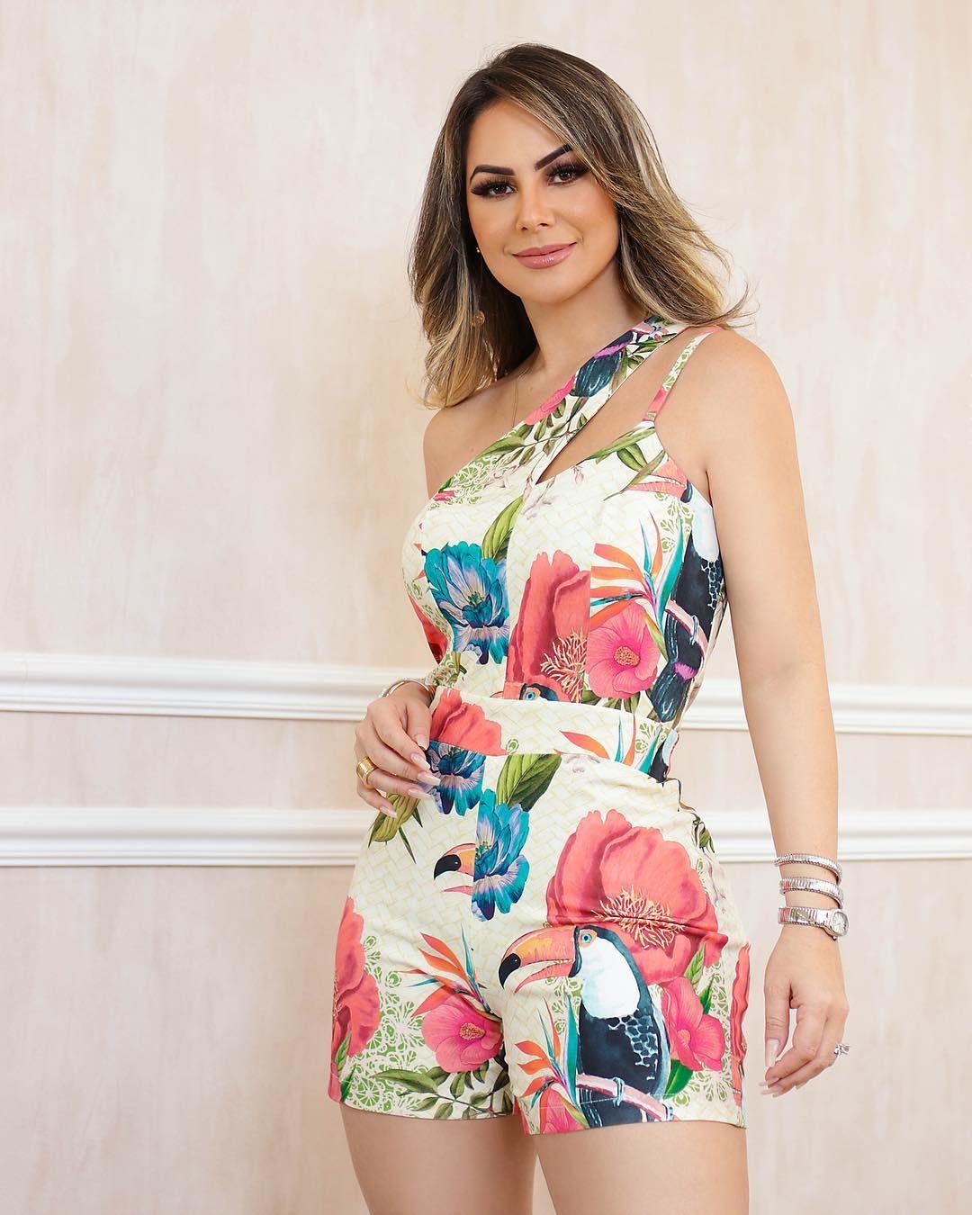 eda3e79ebb5e Macaquinho com recortes no ombro e print exclusivo. #amobaruc❤️ #summer19  #modafeminina #vemver