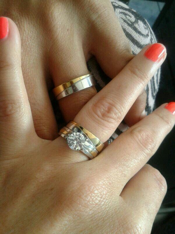 3b28e3c84365 Anillos de compromiso y matrimonio de acero