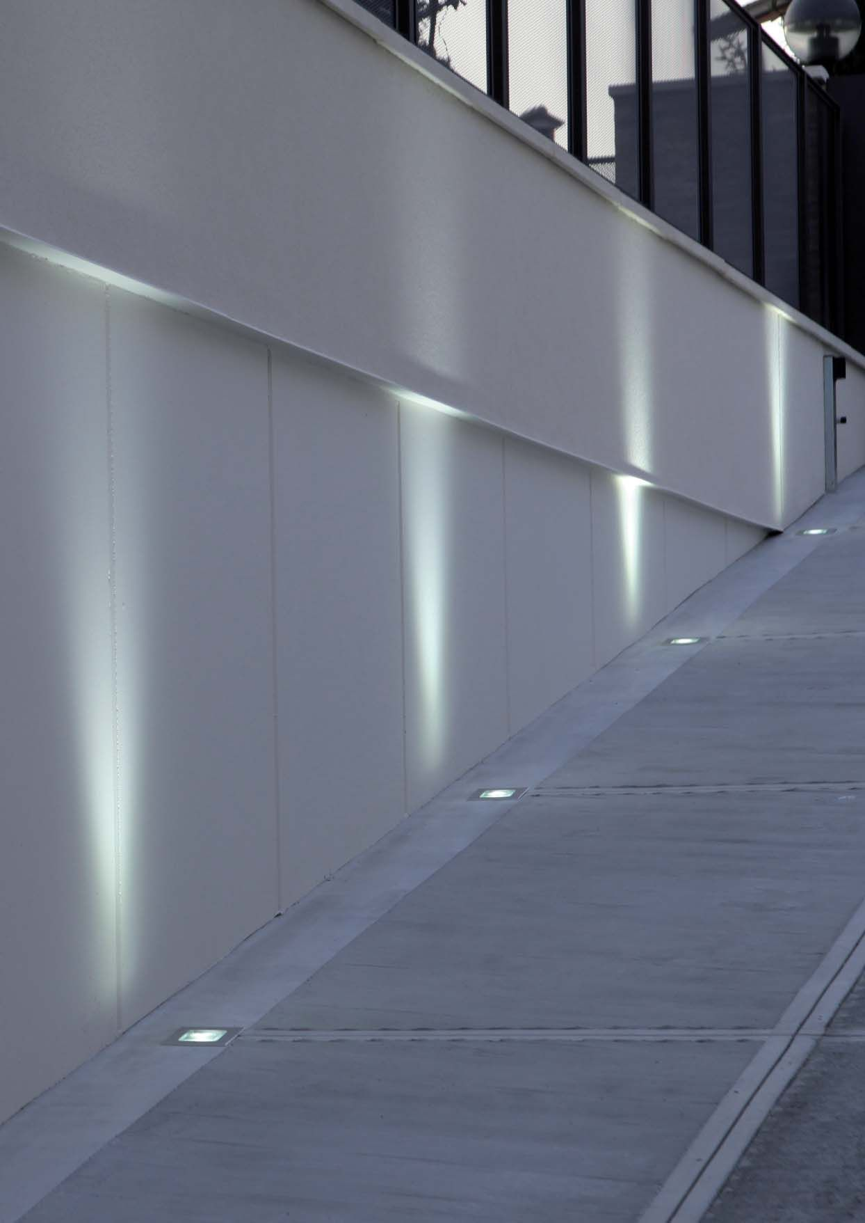 Iluminaci n t cnica para exterior con luz fluorescente for Exteriores espana