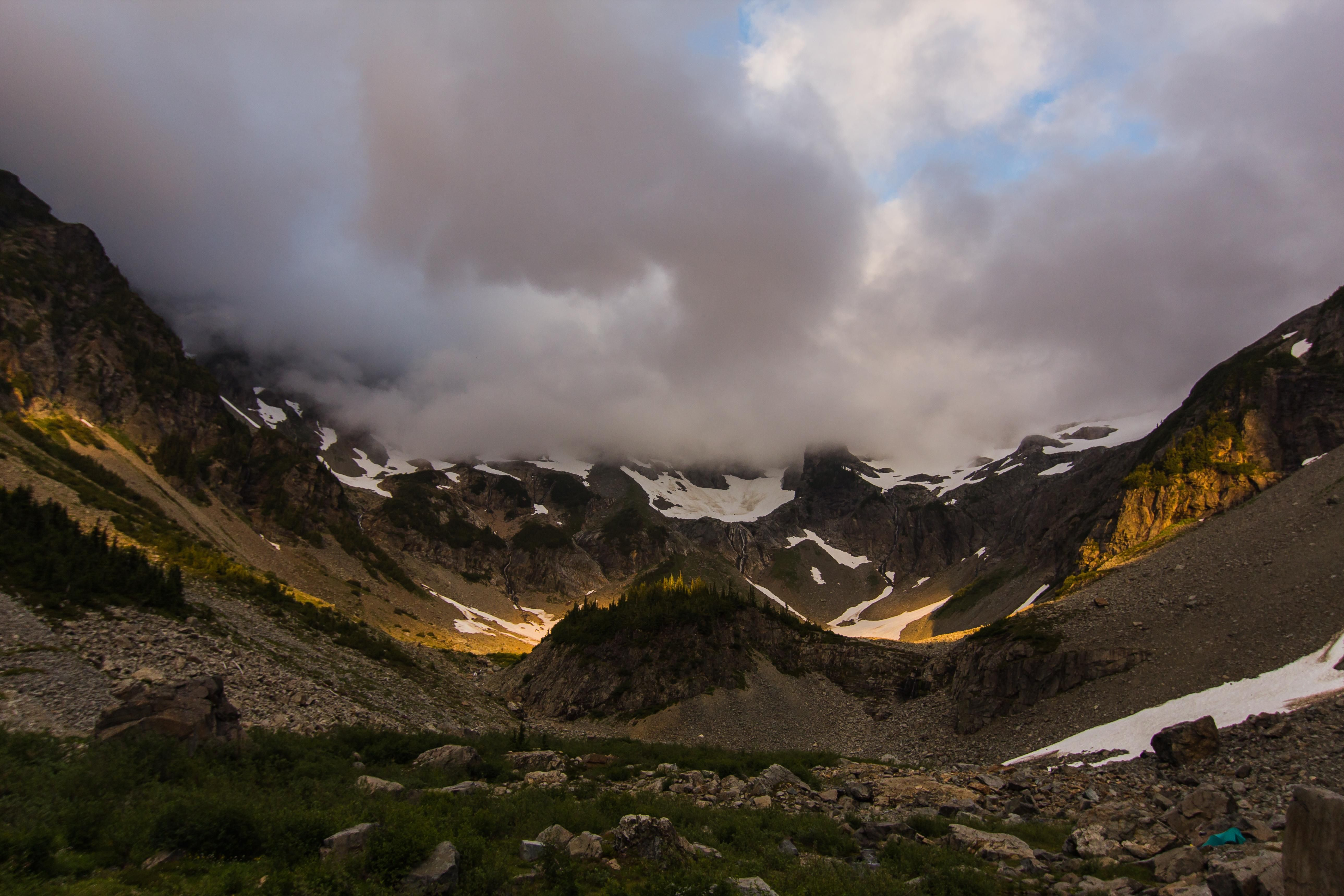 Golden hour through the clouds. Glacier Basin WA [OC] [5155 x 3437]