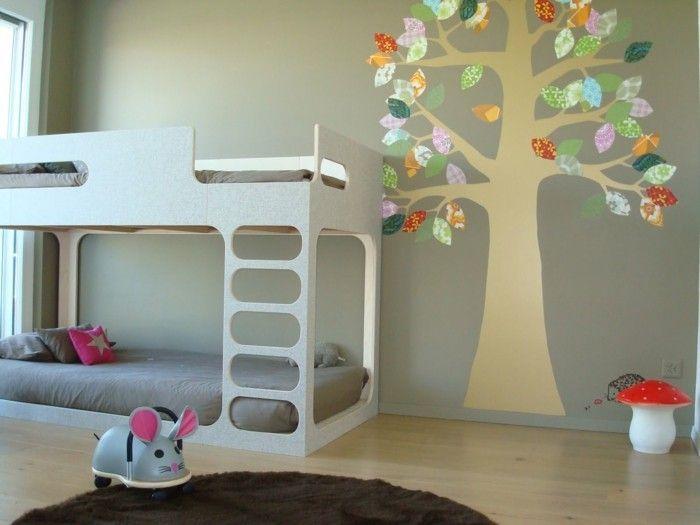 Wandmalerei Kinderzimmer Baum Hellgraue Wand Hochbett Runder Teppich Braun
