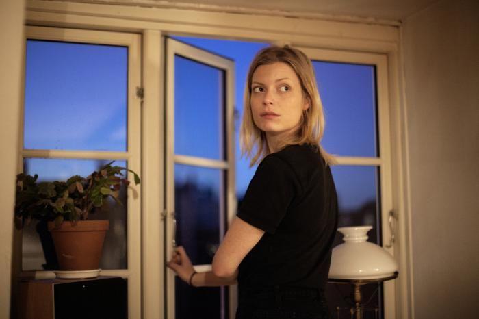 Ifølge forfatteren Asta Olivia Nordenhof må de psykiatriske afdelinger, som hun selv flere gange har været indlagt på, betragtes som 'rene opbevaringscentraler'. Hun mener, at systemet arbejder imod patienterne og efterlyser større åbenhed over for anormale tænkemåder.