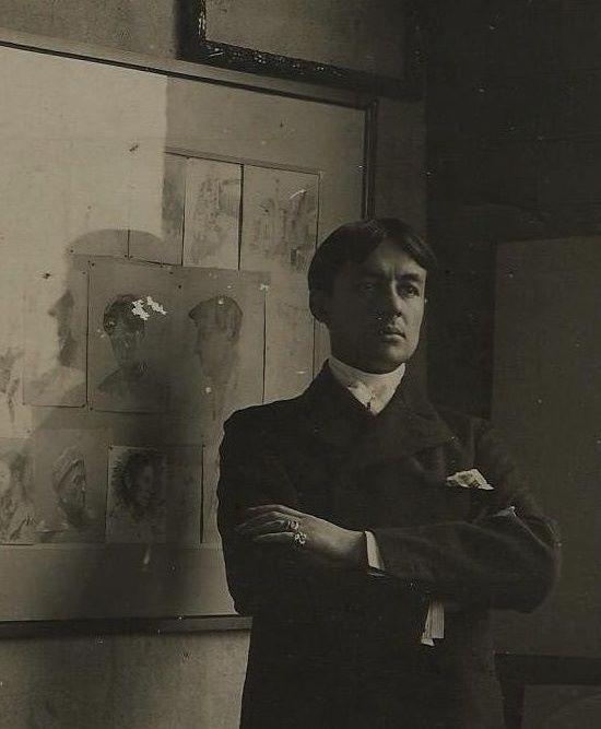 Carlos Federico Sáez en su estudio de Montevideo