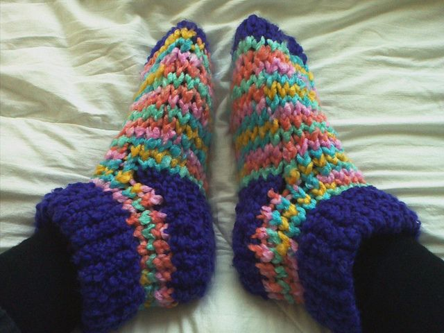 Loom Knit Slippers Knitting Crafts Pinterest Loom Knitting