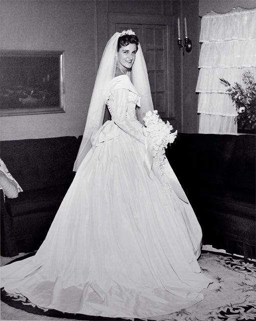 Wedding dress - 1960 | Fotos hochzeit, Brautkleider und Alte fotos