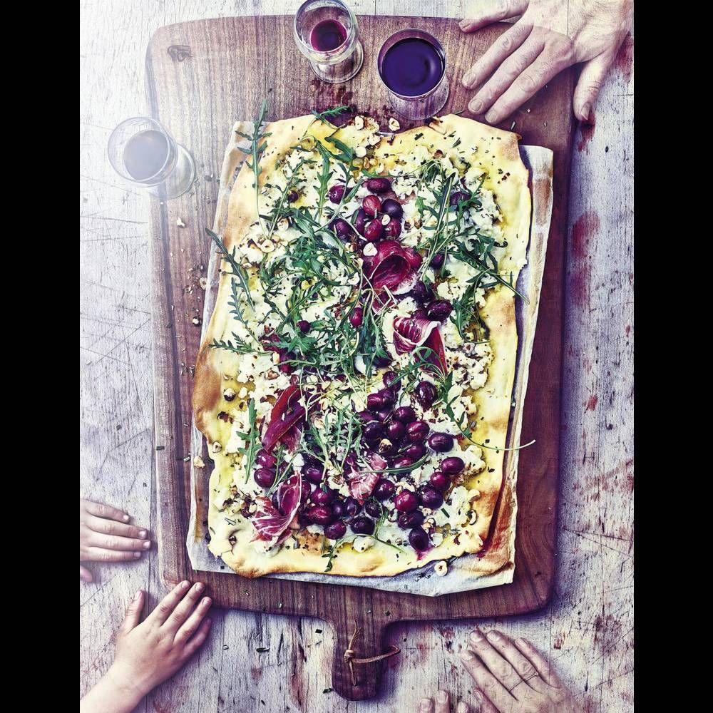 Pizza au raisin, ricotta, romarin et pignons de pin