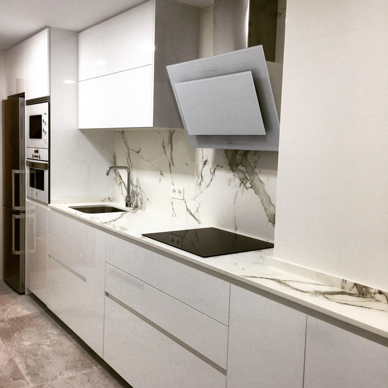 Mobiliario de cocina de #DICA con #gola, acabados en brillo ...