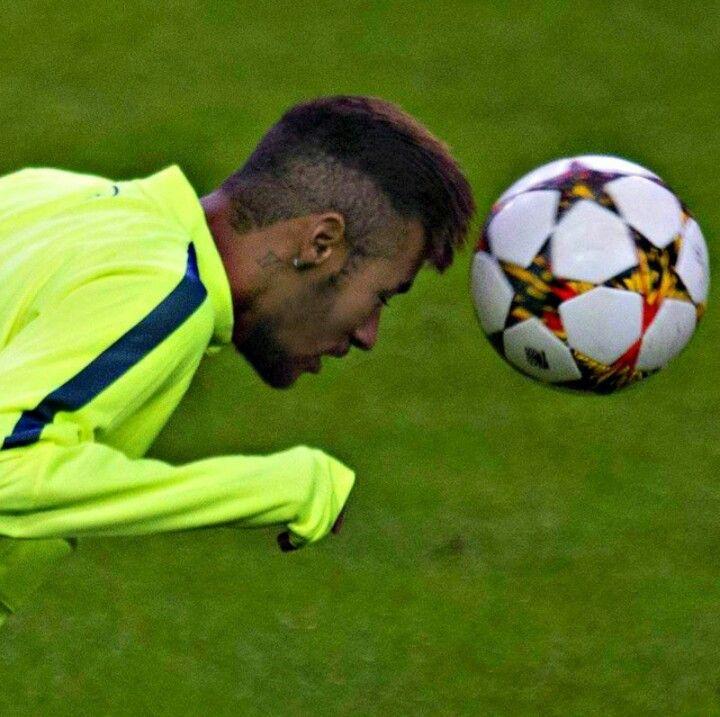 04/11 Neymar headed a ball during training