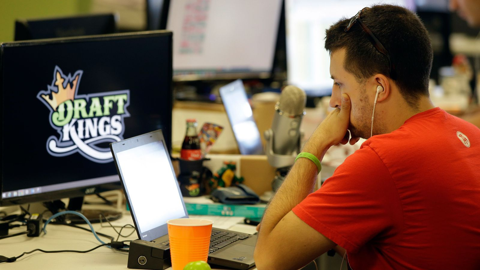 Six charts that show the daily fantasy sports business is