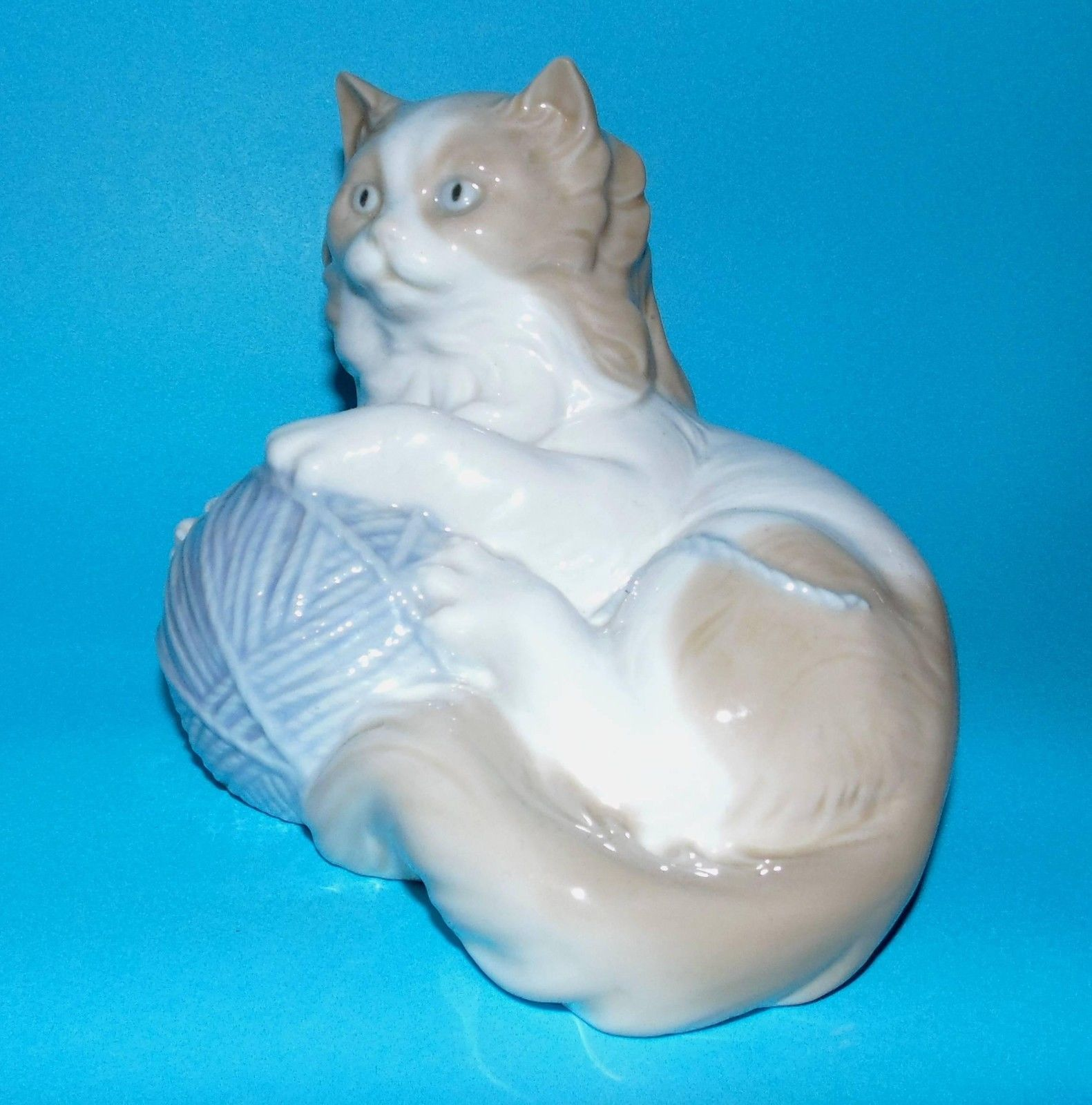 NAO BY Lladro Figurine 'CAT Playing With Ball OF Wool' Ornament 5509   eBay