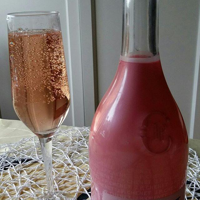 ELÄMÄ NAUTIN&Tykkään...Hyvä&Terveellinen RUOKA, HERKUT&JUOMAT. KEVÄY&Kesä Aika. Välillä, Juhla päivinä &viikonloppuna Nautitaan muustakin kuin Kahvista...Suosikki Juomiani ovat, Siideri, Lonkero, Viinit&SHMPANJA. 💓Mistä Sinä Tykkäät? Nähdään...HYMY @alko #juomat #ruokablogi #ruoka #elämä #nautinto #tyyli #elämäntapa #blogi #suosittelen 🌞⏰🌼🎵❤🔑💡☺😉