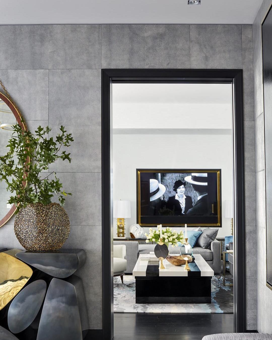 """ELLE DECOR (@elledecor) en Instagram: """"A classic Central Park apartment goes contemporary."""