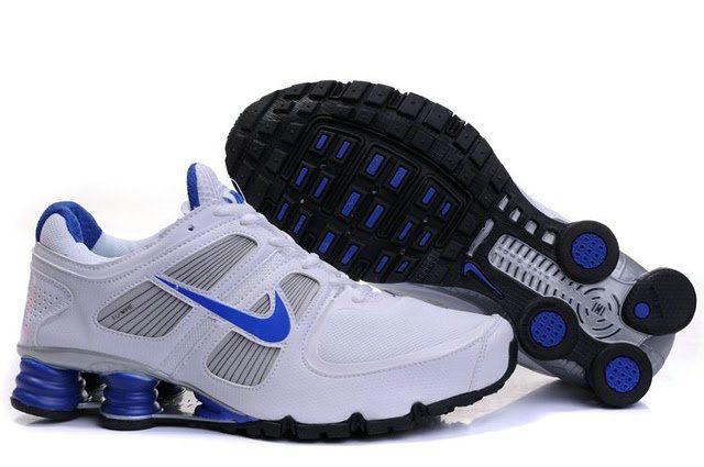 La zapatillas nike shox utiliza una unidad de amortiguación de aire grande  en el talón que es visible desde el lado de la entresuela en la mayoría de  los ... 850bec0c0