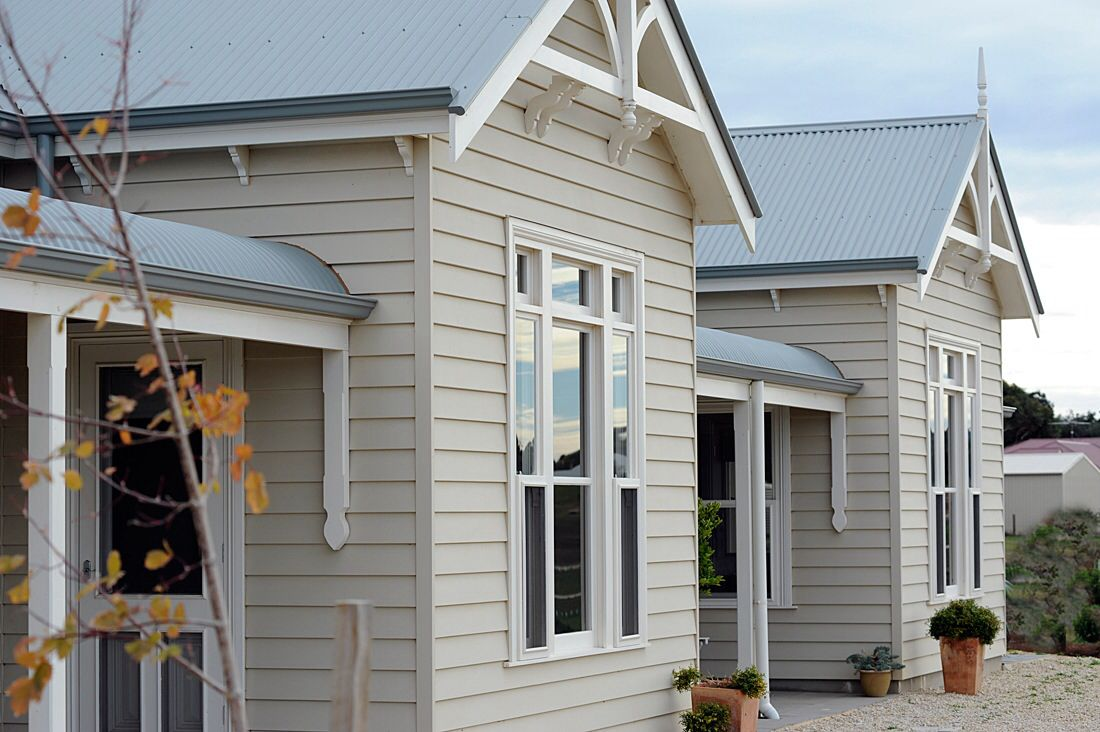 Weatherboard cladding bullnose verandah and windspray for Weatherboard house designs