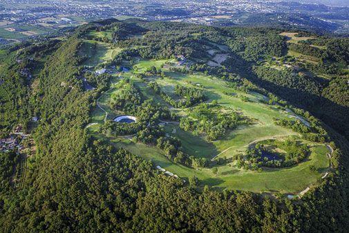 Golf Club Colli Berici lukeutuu kenttiin, joilta avautuu hulppeat maisemat moneen suuntaan.