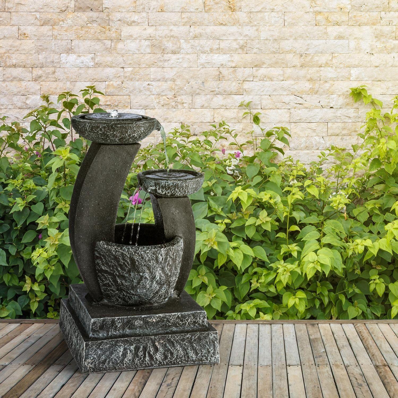 Une jolie fontaine solaire zen extérieure en démonstration