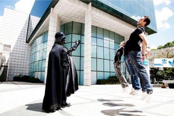 Humortrend på nätet just nu - Darth Vaders dödsgrepp http://blish.se/939edafa83 #darthvader #starwars #humor #dödsgrepp #vadering
