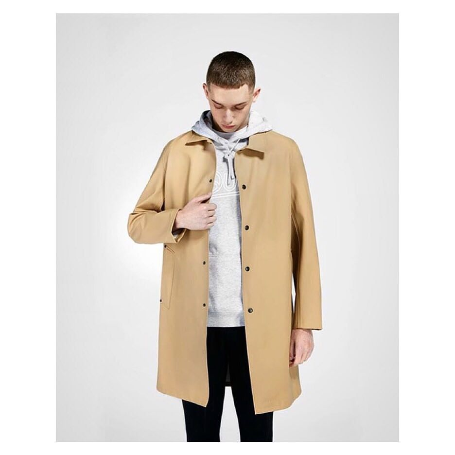 Vasastan Sand Carcoat looking very nice. Handmade in rubberized cotton.  from @presentdaily by stutterheim