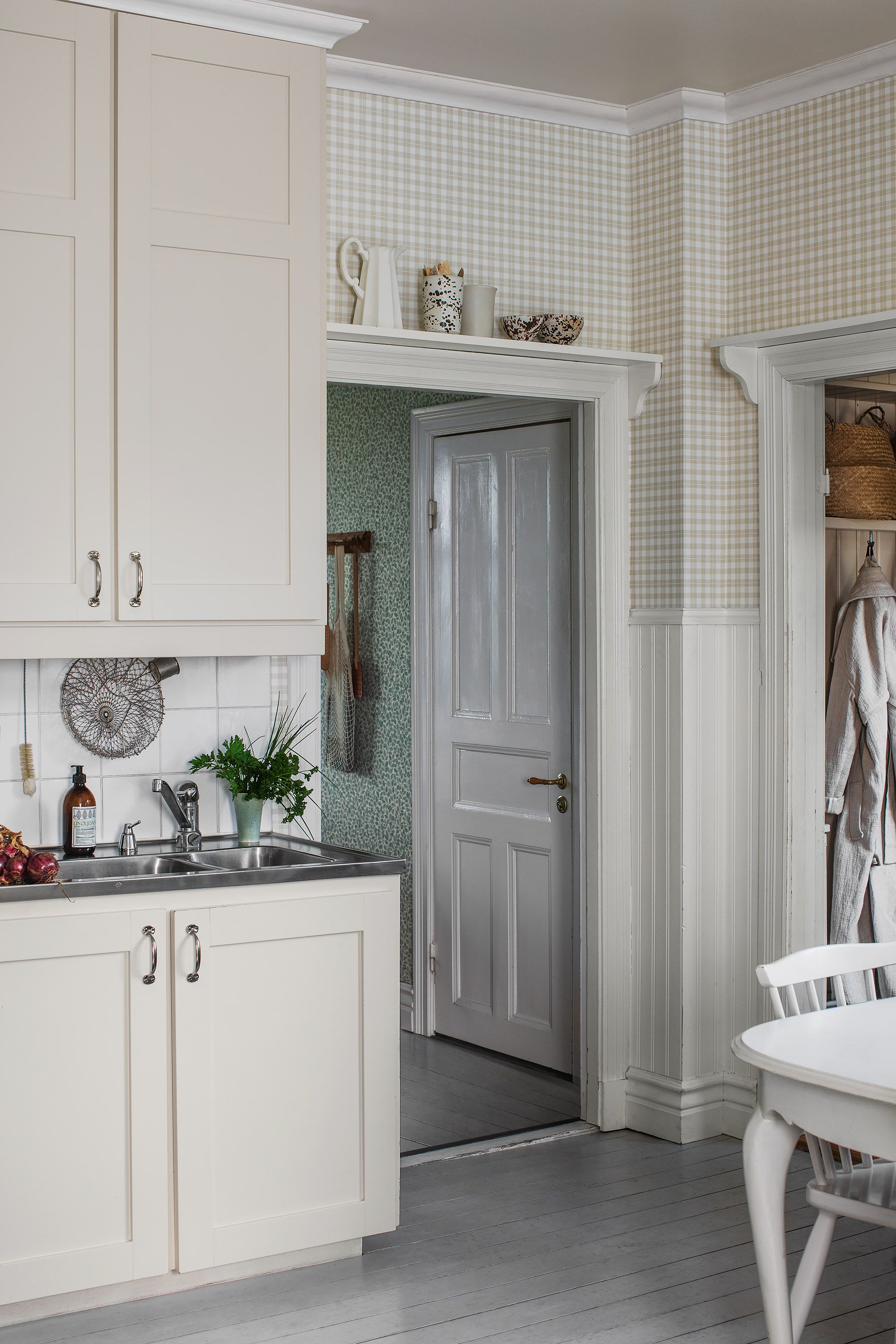 Adding a sweet and rustic vintage look to the surrounding