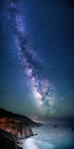 thk:Taken near Bixby Bridge north of Big Sur, California when the Milky Way was pretty high in the sky. The glow near the horizon is a lighthouse.