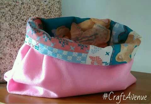 #CraftAvenue  Bolsa com forro colorido. Feita na máquina de costura =)