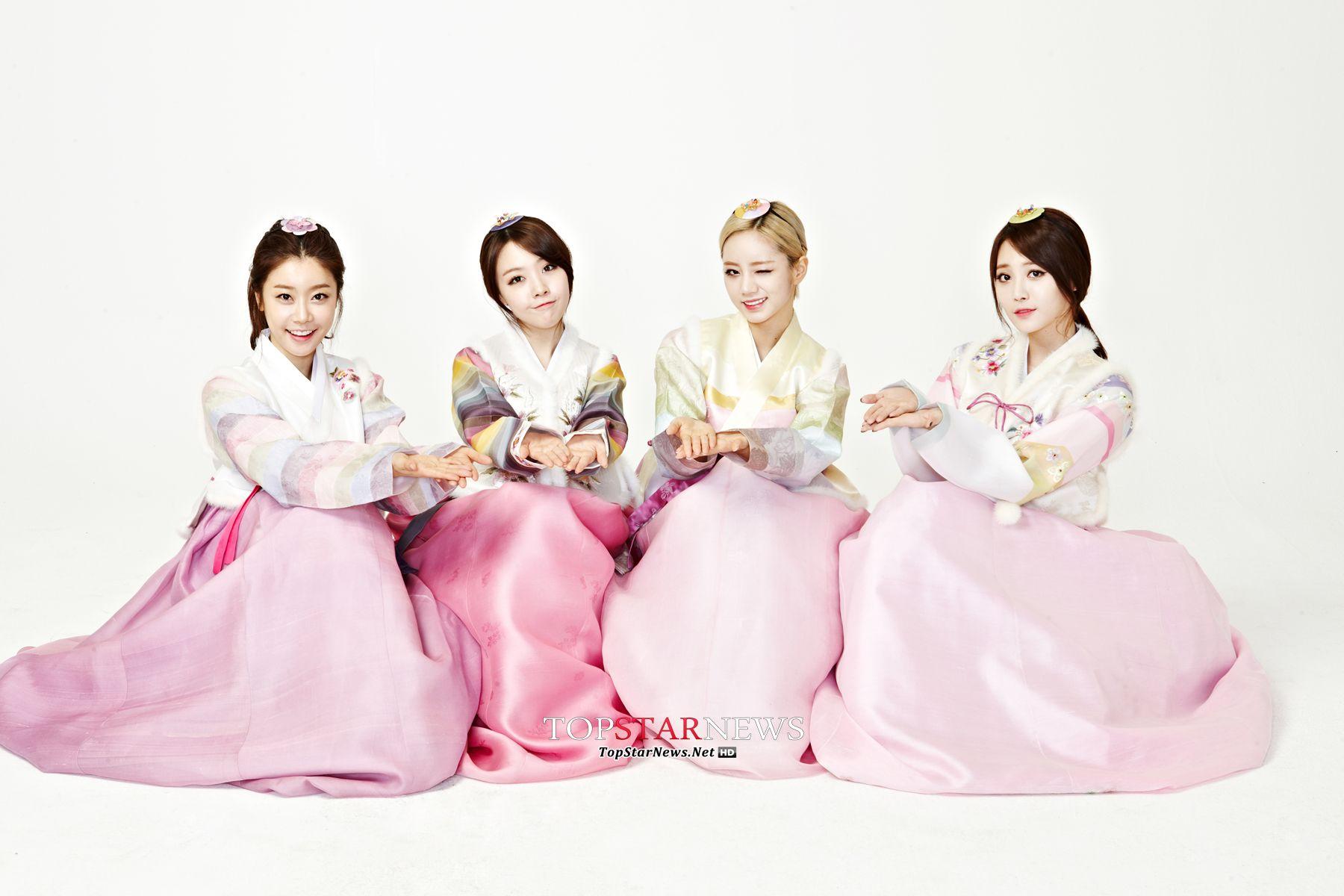 Girls day in hanbok lunar new years greeting girls day girls day in hanbok lunar new years greeting kristyandbryce Images