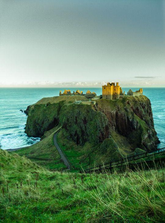 Dunnottar Castle, Aberdeenshire, Scotland by paulina.szpulak