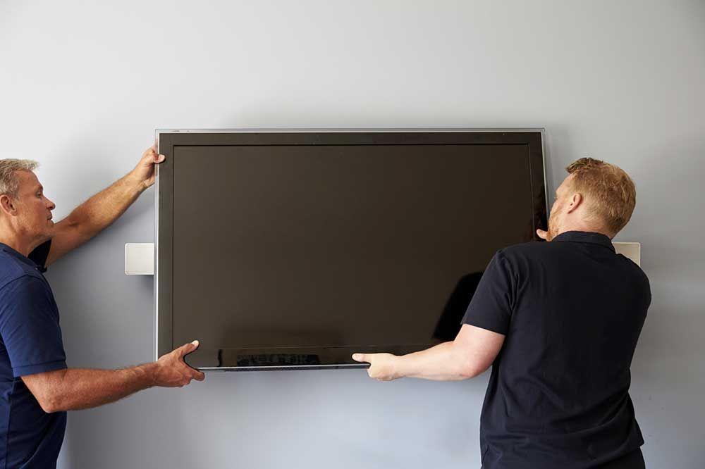 accrocher une tv au mur conseils bricolage mur tv. Black Bedroom Furniture Sets. Home Design Ideas