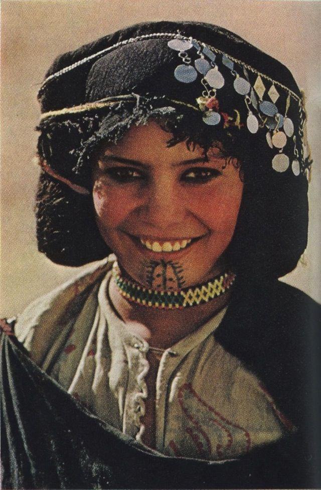Intalnirea Kabylie Woman.)
