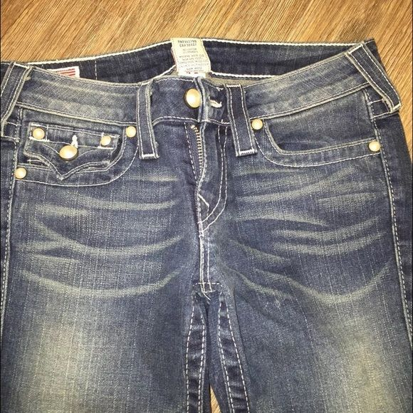 True religion pearl jeans sz 27 women's big Joey So cute 100% authentic true religion women's jeans they have pearls on the pockets and buttons there so cute no flaws like new worn 1 time mint condition True Religion Jeans Boot Cut