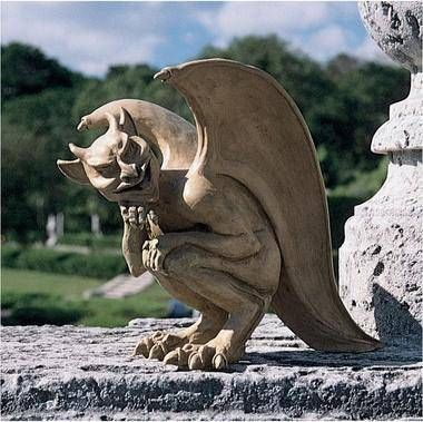 Design Toscano - Cambridge Hopping Gargoyle Gothic horror and