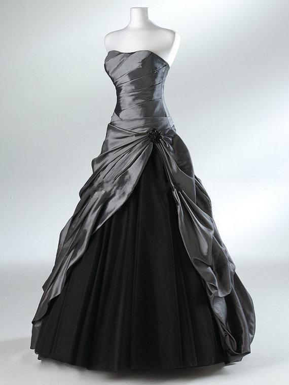 Encontrar Más Vestidos de Novia Información acerca de Púrpura del vestido de bola Vestidos Novia góticos