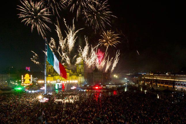 Este foto es de los celebraciones en La Ciudad De México para La Día De Indepencia. Yo quiero aprender más del tópico porque yo no conozco nada sobre La Día De Indepencia y yo pienso que es un tópico interesante.