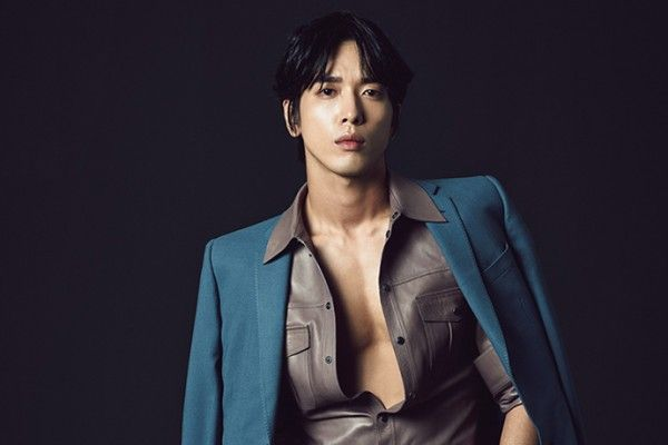 GUY CANDY: Yong Hwa bares his chest for Esquire