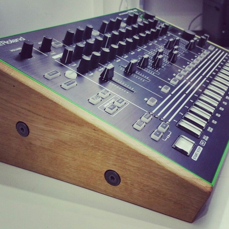 Roland Aira TR8 solid oak stand from Www synthsandwood co uk