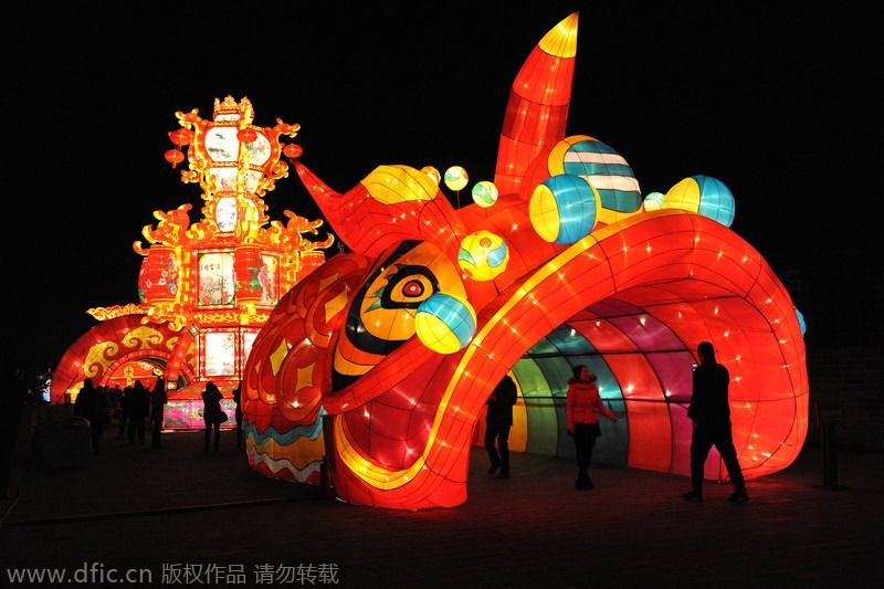 The 2015 Xi'an Lunar New Year Lantern Shows kick off in