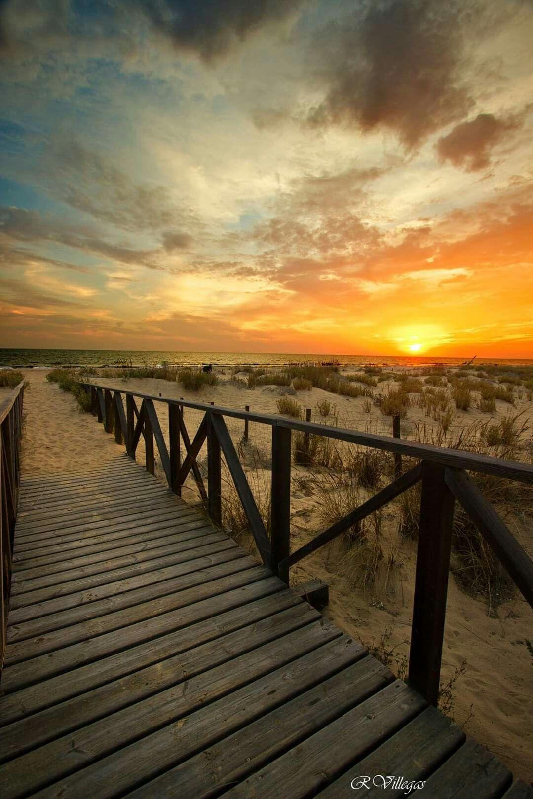 Atardecer En La Playa Del Espigón Huelva Atardecer En La Playa Playa Andalucía