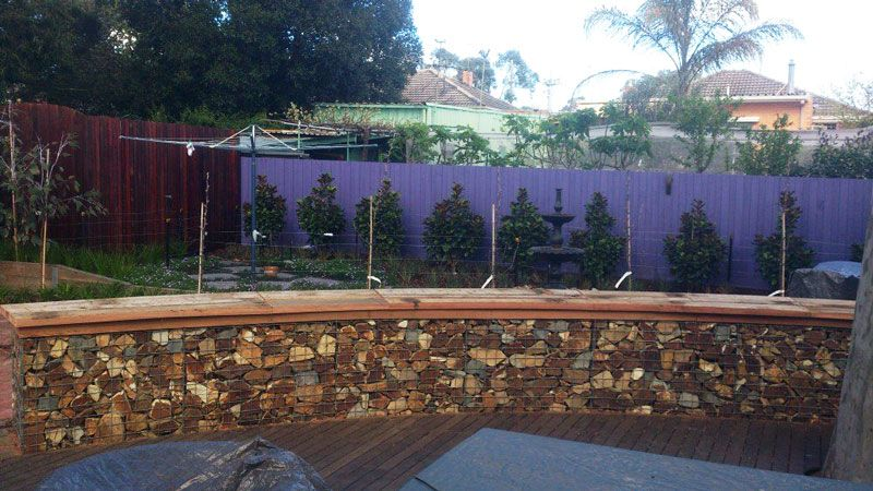 Gallery gabions curved walls by gr8 walls permathene for Curved garden wall designs