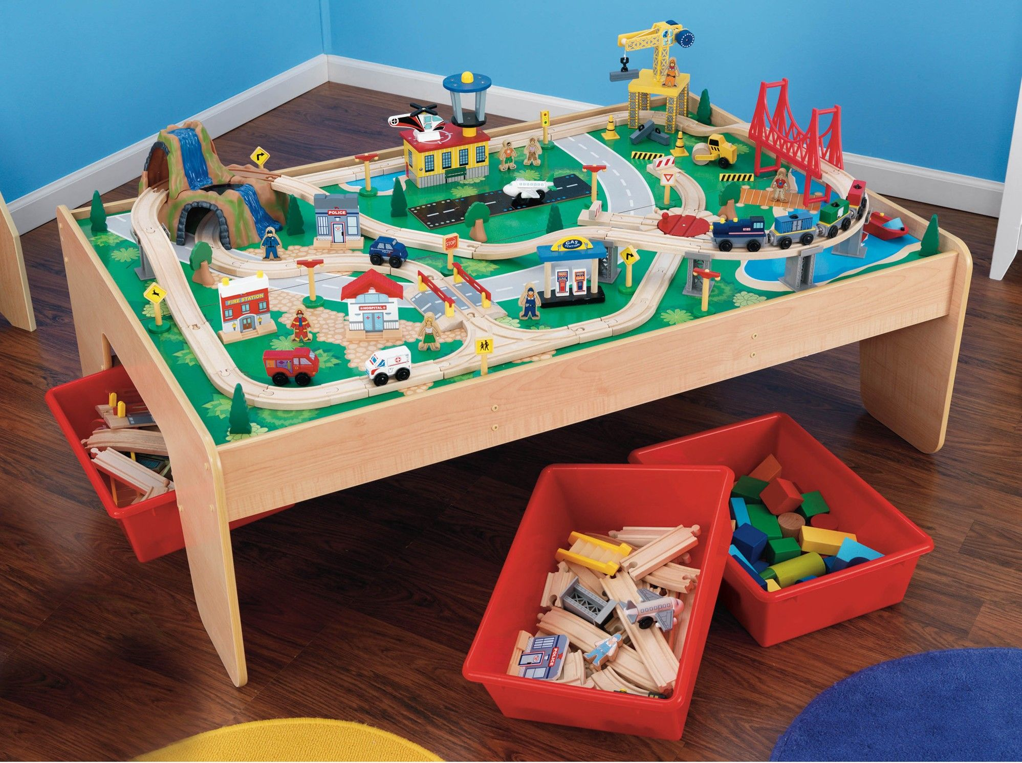 table et circuit de train en bois pour les enfants. Black Bedroom Furniture Sets. Home Design Ideas